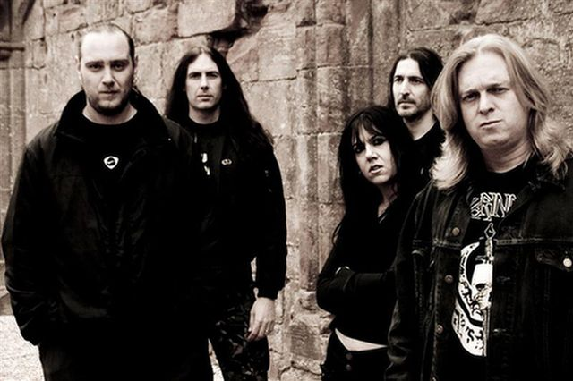 BOLT THROWER končia!